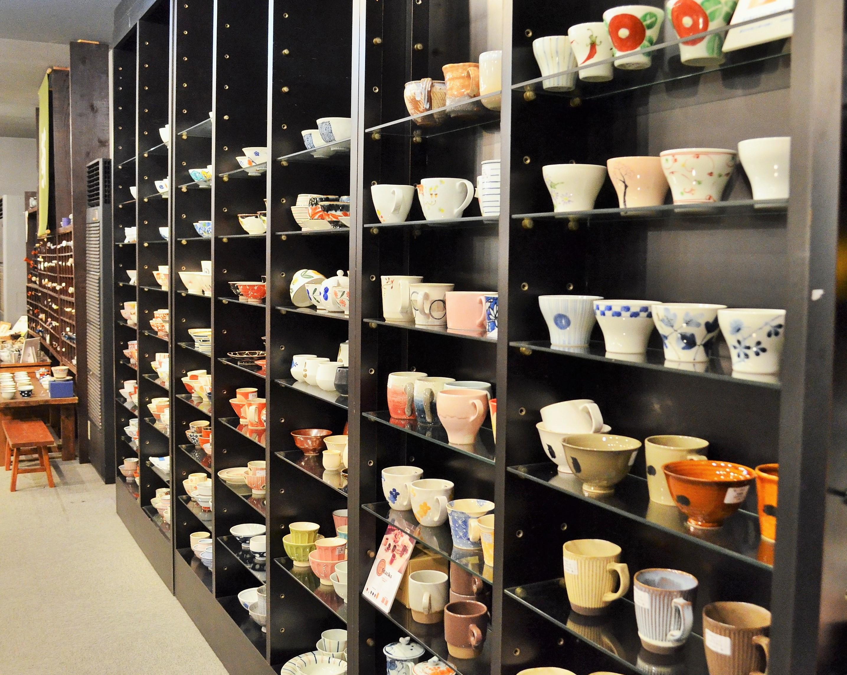 お気に入りがきっと見つかる。和食器の専門店「器屋にしやま」